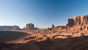 Landscape of monument Valley Navajo Tribal Park, Utah, USAの写真素材 [FYI03585781]