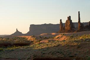 Monument Valley Navajo Tribal Park, Utah, USAの写真素材 [FYI03585786]