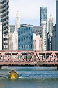 Wells Street Bridge, The Loop, Downtown Chicago, Illinois, USAの写真素材 [FYI03585798]