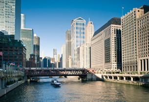 Wells Street Bridge, The Loop, Downtown Chicago, Illinois, USAの写真素材 [FYI03585799]