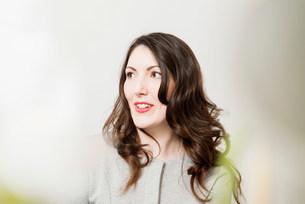 Portrait of brunette woman looking awayの写真素材 [FYI03585974]