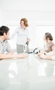 Colleagues in office with champagneの写真素材 [FYI03586023]
