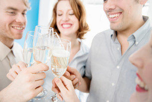 Colleagues toasting with champagne glassesの写真素材 [FYI03586024]