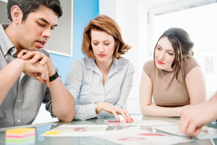 Office workers in meetingの写真素材 [FYI03586025]