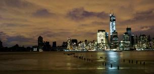 Skyline of Manhattan, power outage after Hurricane Sandy, New York City, USAの写真素材 [FYI03586263]