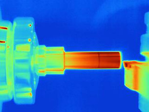 Thermal image of turning a part on a lathe, showing heat buildup on cutting toolの写真素材 [FYI03586354]