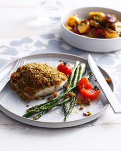 Fish with romesco crust and asparagusの写真素材 [FYI03586475]