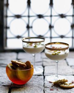 Ground rice dessert with pistachio shortbreadの写真素材 [FYI03586479]