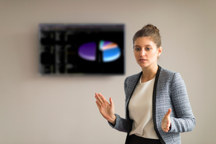 Young businesswoman explaining during office presentationの写真素材 [FYI03586827]