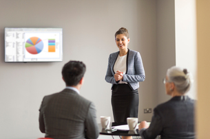 Young businesswoman doing office presentationの写真素材 [FYI03586829]