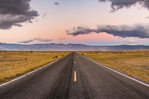 Straight road at sunset in Death Valley National Park, California, USAの写真素材 [FYI03587114]