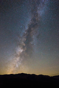 Stars and night sky over Death Valley National Park, California, USAの写真素材 [FYI03587123]