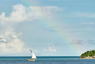 Yacht in sea under rainbow, Zanzibar City, Zanzibar Urban, Tanzania, Africaの写真素材 [FYI03587259]