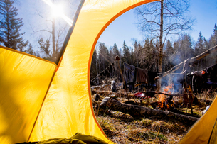 Clothes drying on washing line by campfire, Bolshoy Ural, Sverdlovsk, Russia, Europeの写真素材 [FYI03587432]