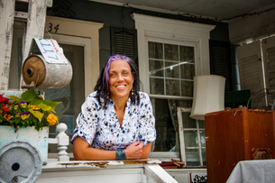 Portrait of female shop keeper in front porch shabby chic shopの写真素材 [FYI03588914]