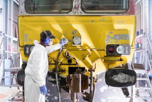Painter preparing surface of refurbished locomotive in paintshop in train worksの写真素材 [FYI03589609]