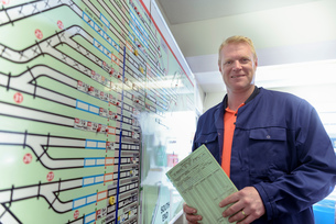 Portrait of locomotive engineer with engine shed plans in train worksの写真素材 [FYI03589634]