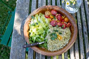 Bowl of vegetarian foodの写真素材 [FYI03589870]