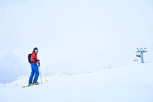 Person skiing, Hintertux, Tirol, Austriaの写真素材 [FYI03590050]