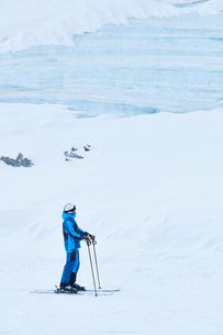 Man skiing, Hintertux, Tirol, Austriaの写真素材 [FYI03590106]