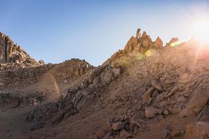 Sunlit rugged mountain landscape, Nahuel Huapi National Park, Rio Negro, Argentinaの写真素材 [FYI03590191]