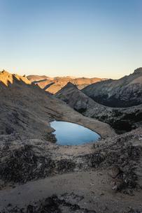 View of lake in Andes mountain range, Nahuel Huapi National Park, Rio Negro, Argentinaの写真素材 [FYI03590199]