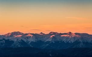 Sunset view of Andes mountain range, Nahuel Huapi National Park, Rio Negro, Argentinaの写真素材 [FYI03590200]