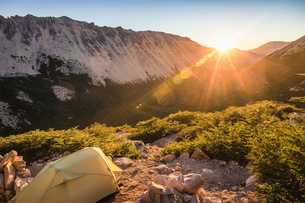 Tent in mountain landscape at sunset, Nahuel Huapi National Park, Rio Negro, Argentinaの写真素材 [FYI03590202]