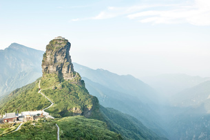 Elevated view of Mount Fanjing rock formation and misty landscape, Jiangkou, Guizhou, Chinaの写真素材 [FYI03590388]