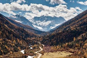 Mount Yarla landscape, Danba, Sichuan, Chinaの写真素材 [FYI03590405]