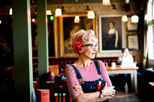 Quirky woman in bar and restaurant, Bournemouth, Englandの写真素材 [FYI03590482]