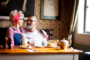 Quirky couple relaxing in bar and restaurant, Bournemouth, Englandの写真素材 [FYI03590507]