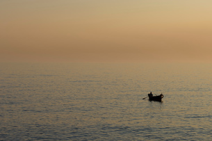 Fisherman on water at sunset, Camogli, Liguria, Italyの写真素材 [FYI03590939]