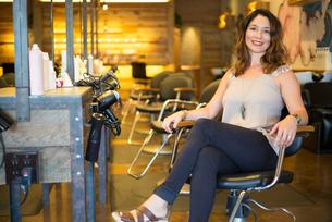 Happy salon ownerの写真素材 [FYI03592473]
