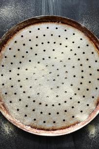 Pizza baking tray, overhead viewの写真素材 [FYI03593267]