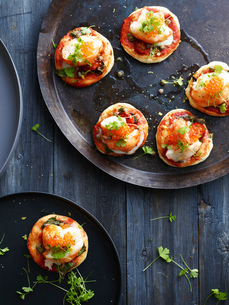 Mini lobster pizzas on serving plate, overhead viewの写真素材 [FYI03593298]