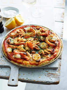 Seafood lovers pizza in pizza dishの写真素材 [FYI03593300]