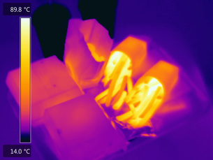 Thermal image of fast food in food containersの写真素材 [FYI03593351]