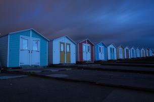 Beach huts at night, Bude, Cornwall, United Kingdom, Europeの写真素材 [FYI03593622]