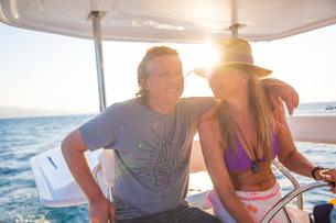 Couple relaxing on yacht, Ban Koh Lanta, Krabi, Thailand, Asiaの写真素材 [FYI03594061]