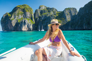 Woman relaxing on yacht, Koh Phi Phi Leh, Thailand, Asiaの写真素材 [FYI03594062]