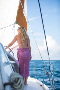 Rear view of woman relaxing on yacht, Ban Koh Lanta, Krabi, Thailand, Asiaの写真素材 [FYI03594067]