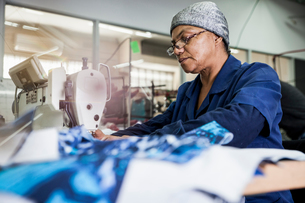 Seamstress working in factory, Cape Town, South Africaの写真素材 [FYI03594102]