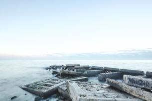 Concrete slabs of derelict pier in sea, Odessa, Odessa Oblast, Ukraine, Europeの写真素材 [FYI03594486]