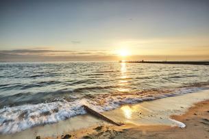 Lapping waves on beach at sunset, Odessa, Odessa Oblast, Ukraine, Europeの写真素材 [FYI03594488]