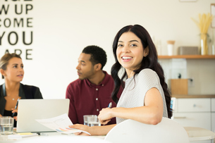 Portrait of young businesswoman at conference table meetingの写真素材 [FYI03595268]