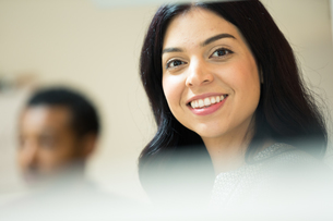 Portrait of happy young businesswoman in officeの写真素材 [FYI03595278]
