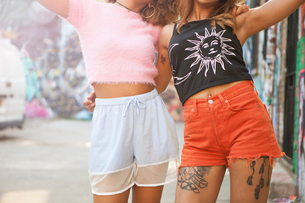 Portrait of two young women in street, mid sectionの写真素材 [FYI03595674]