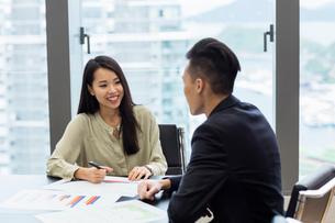 Colleagues in business meetingの写真素材 [FYI03596007]