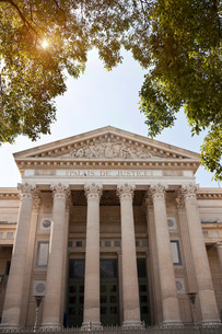 Maison Carree facade, Nimes, Languedoc-Roussillon, Franceの写真素材 [FYI03596074]
